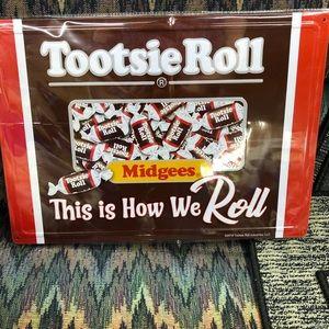 Tootsie roll midgets sign